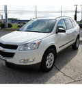 chevrolet traverse 2010 white suv ls gasoline 6 cylinders front wheel drive 6 speed automatic 07724