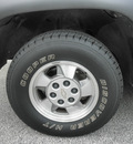 chevrolet suburban 2001 lt  gray suv 1500 lt gasoline 8 cylinders rear wheel drive automatic 32783