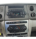 jeep commander 2006 tan suv flex fuel 8 cylinders 4 wheel drive automatic with overdrive 08844
