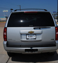 chevrolet tahoe 2010 silver suv z71 flex fuel 8 cylinders 4 wheel drive automatic 76087