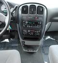 dodge grand caravan 2005 silver van sxt gasoline 6 cylinders front wheel drive 4 speed automatic 44024