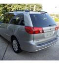 toyota sienna 2007 silver shadow van xle 7 passenger gasoline 6 cylinders front wheel drive 5 speed automatic 07724