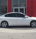 nissan altima 2008 white sedan se gasoline 6 cylinders front wheel drive automatic 33884