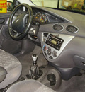 ford focus 2002 dk  gray hatchback zx3 gasoline 4 cylinders front wheel drive 5 speed manual 43560