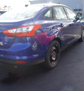 ford focus 2012 sonic blue metallic sedan se gasoline 4 cylinders front wheel drive 6 speed automatic 07735