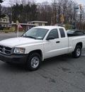 dodge dakota 2008 white pickup truck st gasoline 6 cylinders rear wheel drive 6 speed manual 07054