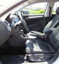 volkswagen passat 2012 white sedan se gasoline 5 cylinders front wheel drive 6 speed automatic 46410