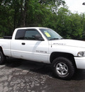 dodge ram pickup 1500 2000 white sport gasoline v8 4 wheel drive automatic 08812