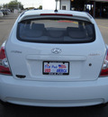 hyundai accent 2009 white hatchback gasoline 4 cylinders front wheel drive standard 79925