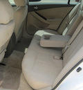 nissan altima 2010 white sedan 3 5 sr gasoline 6 cylinders front wheel drive automatic 77301