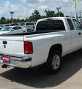 dodge dakota 2006 white pickup truck slt gasoline 6 cylinders rear wheel drive automatic 77388