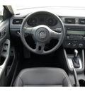 volkswagen jetta 2011 tan sedan se pzev gasoline 5 cylinders 6 speed automatic 77471