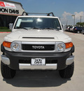 toyota fj cruiser 2012 white suv gasoline 6 cylinders 4 wheel drive automatic 76011
