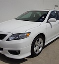 toyota camry 2011 white sedan se gasoline 4 cylinders front wheel drive automatic 78577
