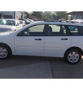 ford focus 2007 white wagon zxw se gasoline 4 cylinders front wheel drive automatic with overdrive 77340