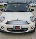 mini cooper 2012 off white hatchback gasoline 4 cylinders front wheel drive shiftable automatic 77469