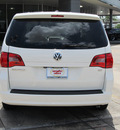 volkswagen routan 2010 white van se gasoline 6 cylinders front wheel drive automatic with overdrive 77074