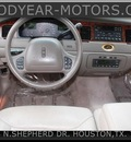 lincoln town car 1999 red sedan cartier gasoline 8 cylinders rear wheel drive automatic 77008