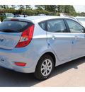 hyundai accent 2013 lt  blue hatchback gs gasoline 4 cylinders front wheel drive autostick 77065