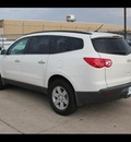 chevrolet traverse 2012 white suv lt w 1lt gasoline 6 cylinders front wheel drive 6 speed automatic 75041
