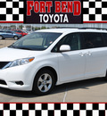 toyota sienna 2011 white van le 7 passenger auto access sea gasoline 6 cylinders front wheel drive automatic with overdrive 77469