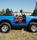 ford bronco 1975 bright blue 302 auto 4x4 lifted 8 cylinders automatic 80012