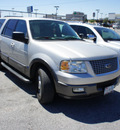 ford expedition 2005 lt  gray suv xlt gasoline 8 cylinders rear wheel drive automatic 75062