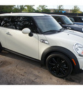 mini cooper 2009 off white hatchback s 4 cylinders automatic 78729