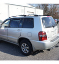 toyota highlander 2005 millennium silver suv w 3rd row gasoline 6 cylinders all whee drive automatic with overdrive 08750