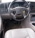 chevrolet suburban 1500 2005 white suv z71 flex fuel 8 cylinders rear wheel drive automatic 76234