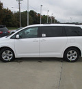 toyota sienna 2015 white van le 8 passenger 6 cylinders shiftable automatic 47546